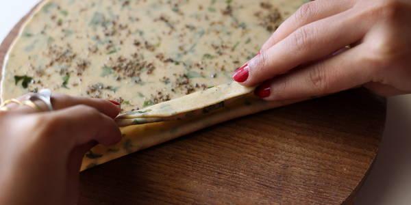 pudina-paratha-recipe-step-making-pleats