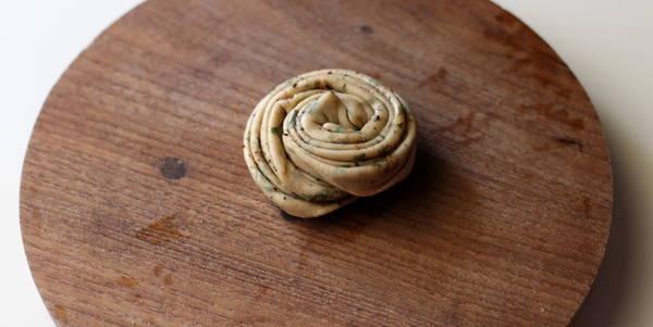 pudina-paratha-recipe-step-rolling-lachcha-paratha