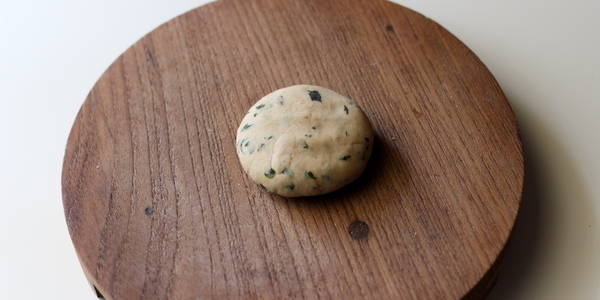 pudina-paratha-recipe-step-rolling-paratha